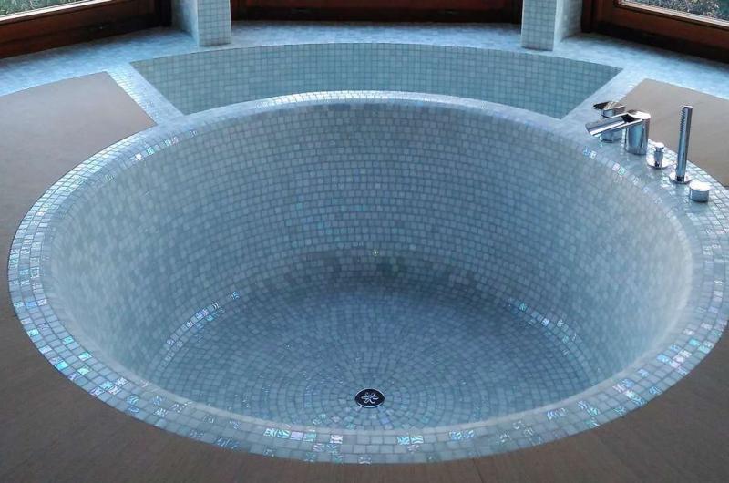 Mosaici Bisazza 20 x 20 mm nei bagni a Milano
