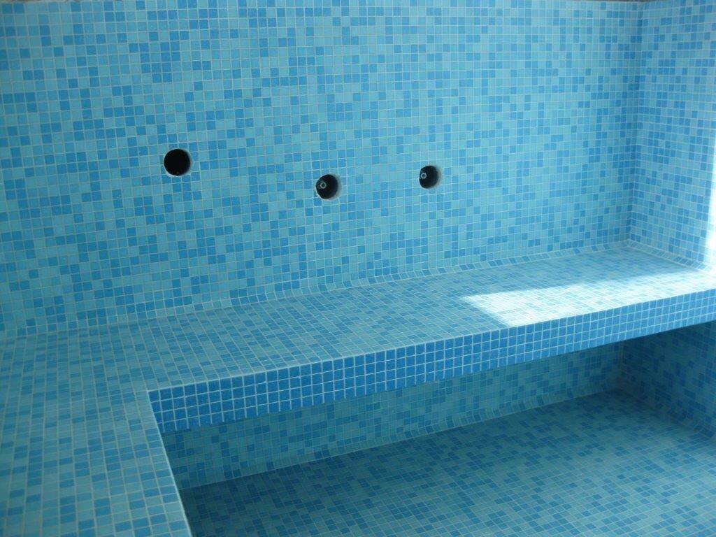 Vasca idromassaggio rivestita in mosaico