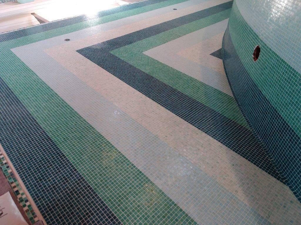 mosaico per piscine